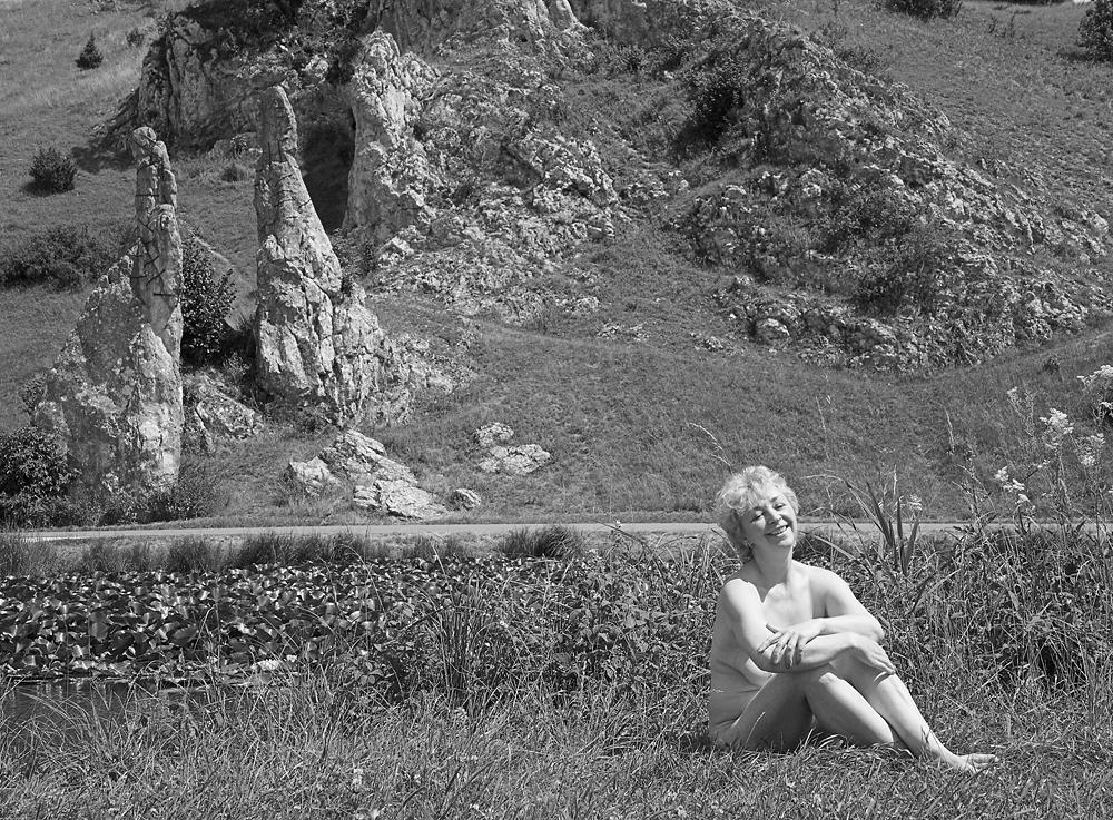 Ilse P. privat am Teich bei den Steinernen Jungfrauen im Eselsburger Tal