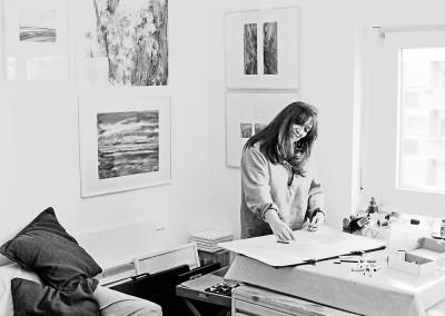 Privat in ihrem Atelier beim Malen