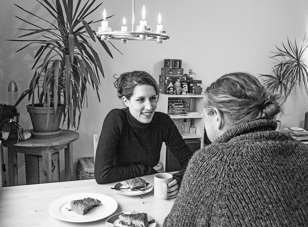 Christine Prayon privat zu Hause mit Partner