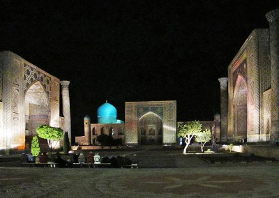 Registan-Platz bei Nacht