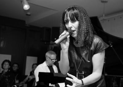 Iris Trevisan, Sängerin