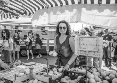Nicole E. privat auf dem Wochenmarkt