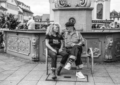 Sigrid A. privat mit ihrem Mann am Marktbrunnen in Ludwigsburg